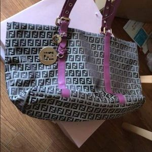 💝 Pre-Loved Authentic Fendi Tote bag -